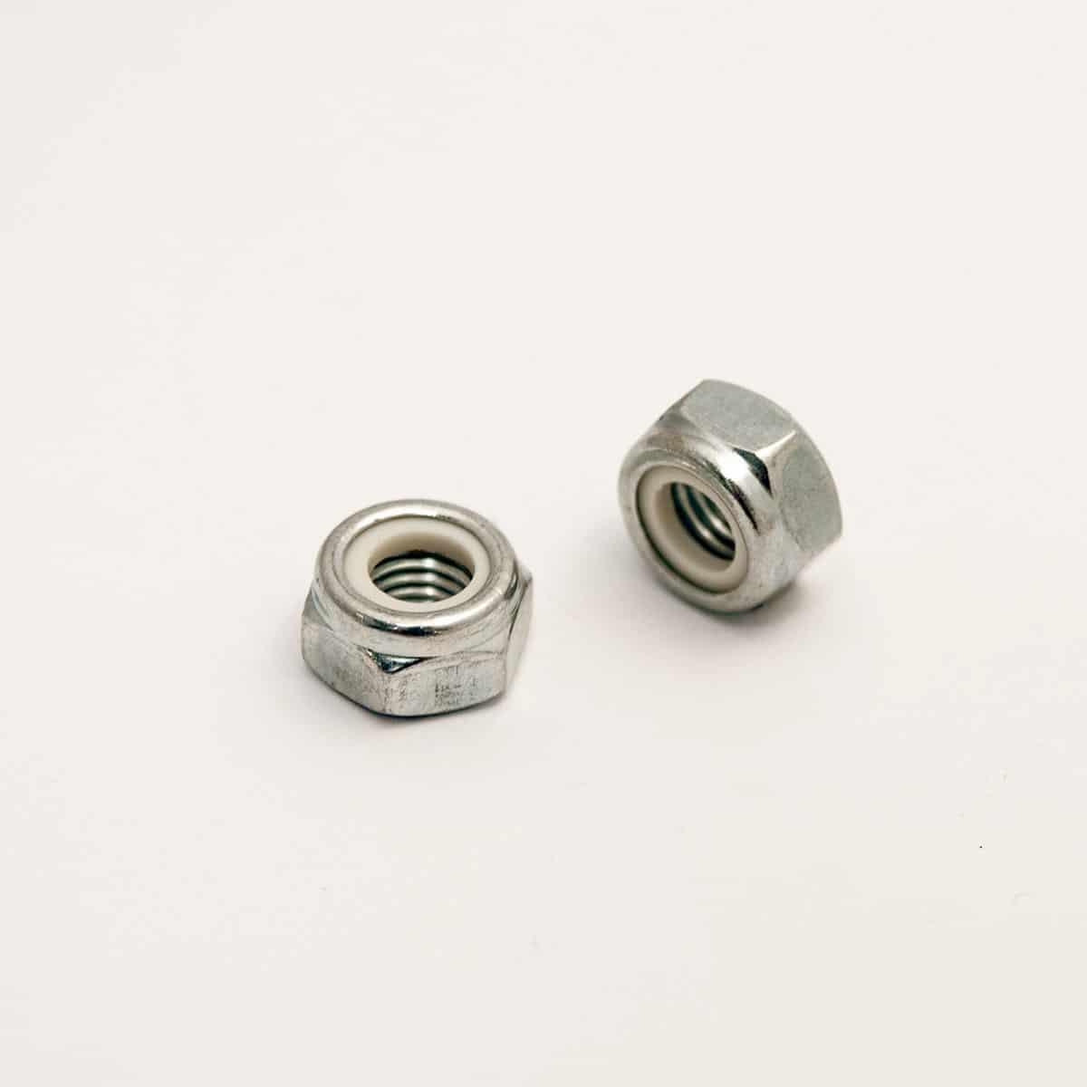 Short selfblocking hexagonal nuts